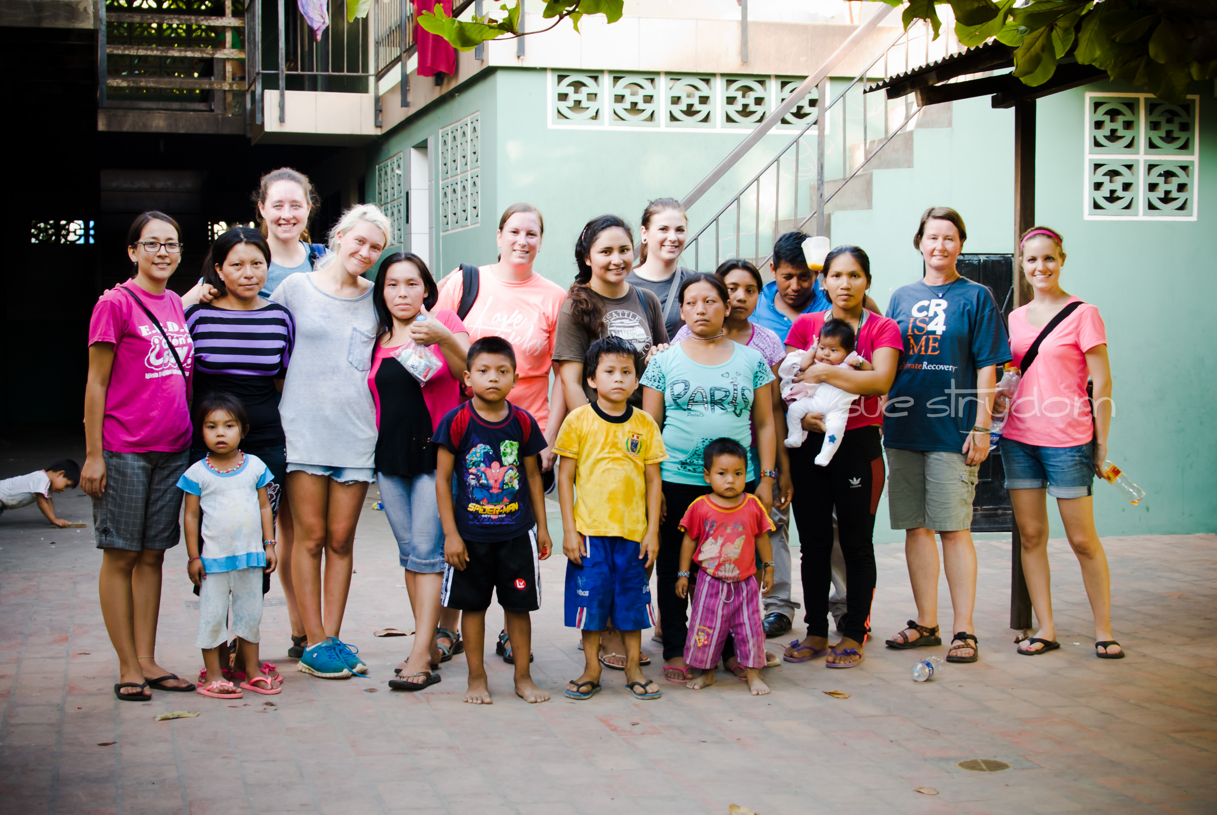 Our US chicas with some of the moms and kids.