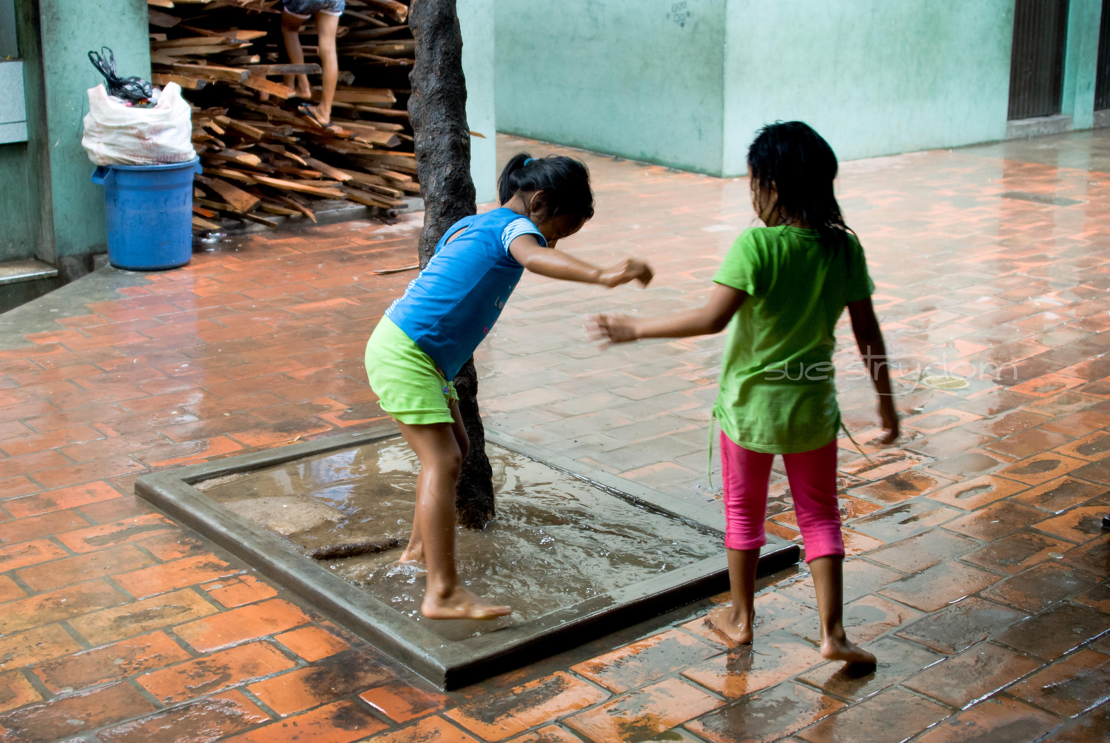Our arrival coincided with the start of the rainy season... and boy, did it rain!! I loved watching the kids at the Indian Center play in the puddles... even though it messed with my OCD-ness!!